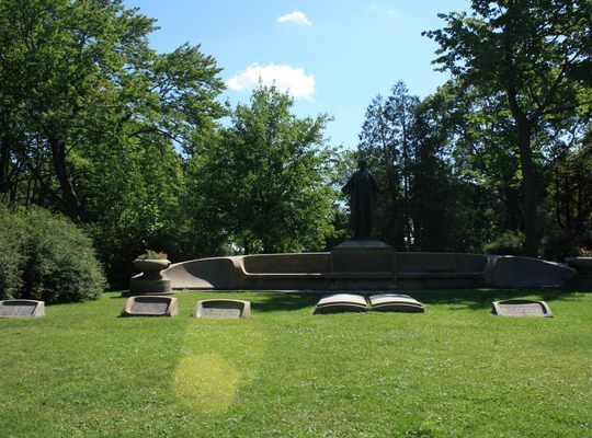 Monument – Mitchell Family Monument @ Maple Hill Cemetery